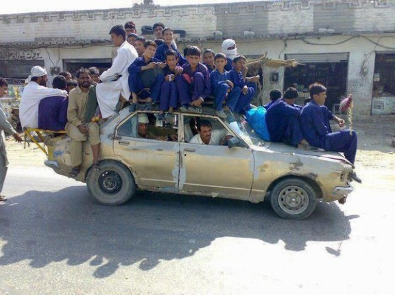 car-load-funny-taxi-pakistan