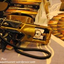 A shiny gold gun. Prop, obviously.